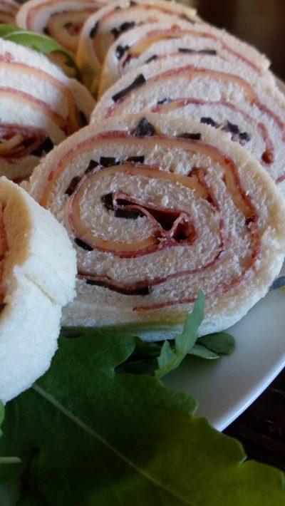 Tramezzino rolada slana je znan italijanski prigrizek z